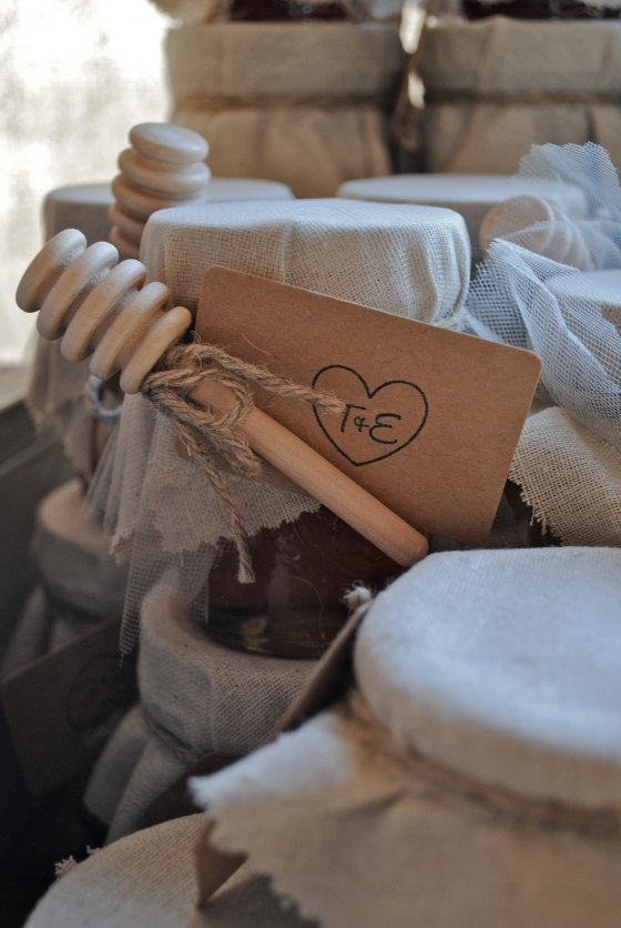 rustic wedding, farm stand, honey favors