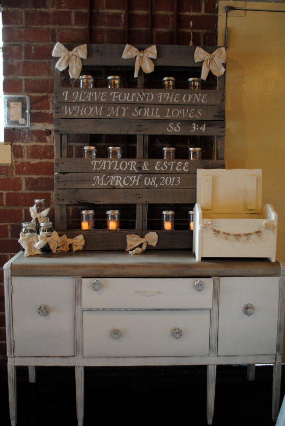 rustic florida wedding, farmers market, pallet, mason jars